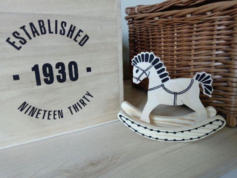 Koń na biegunach dekoracja