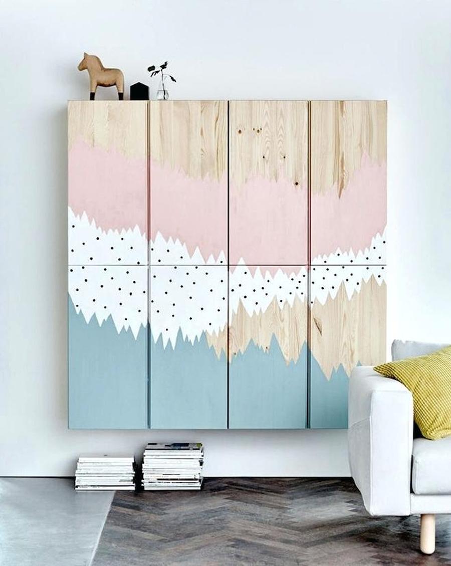 Drewniane meble np. w pokoju dziecięcym - szafka Ivar Ikea po przemalowaniu.